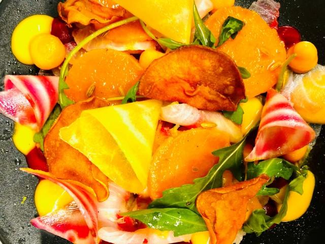 COPAINS COPINES SUR LA COLLINE Carpaccio d'esturgeon, déclinaison patate douce et betteraves couleur